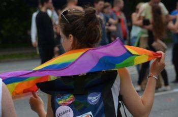 Keine Künstlersozialabgabepflicht für den Veranstalter des jährlichen Berliner Christopher Street Day