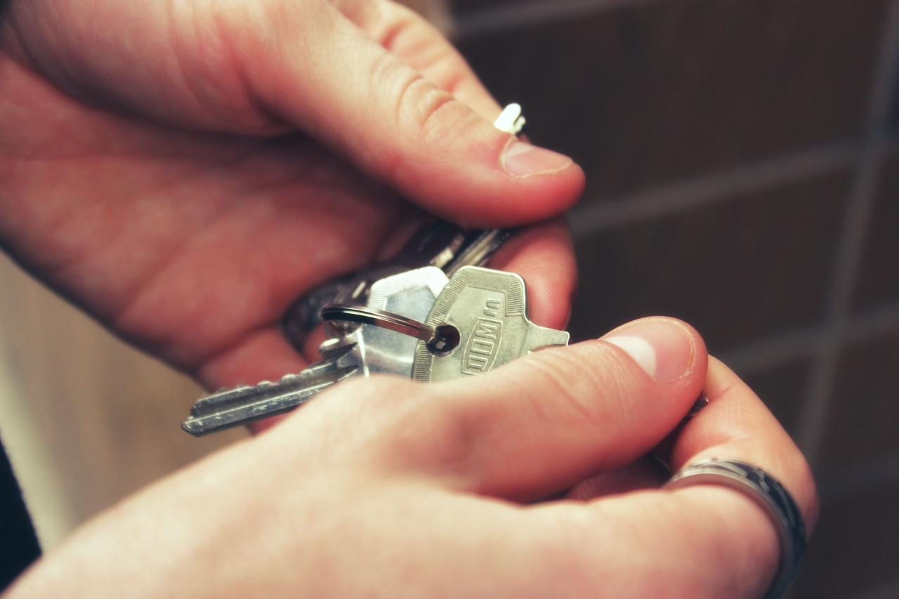 Unmittelbare Anwendbarkeit des § 565 BGB zum Schutz des Mieters bei Weitervermietung als Werkswohnung