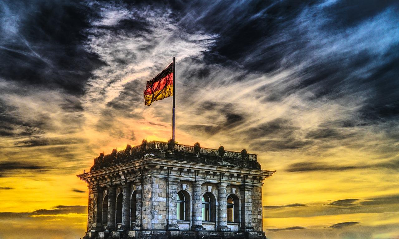 Spätaussiedlereigenschaft erfordert Abstammung von einem deutschen Volkszugehörigen, der bei Kriegsende noch im Aussiedlungsgebiet lebte
